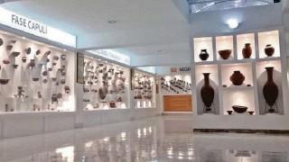 ??  ?? ►HUACA, Carchi. El museo dispone de 600 m . Consta de tres salas con iluminación atractiva y sonorización. Una exhibe una colección de 1.500 piezas de la cerámica Pasto.