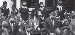 ?? IVY CEBALLO Times ?? Legislators pray at the start of the house session of the Florida Legislature on Tuesday.