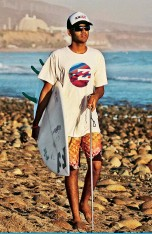 ??  ?? LIVING THE DREAM Ever since he was a little boy, Derek heard his father talk about surfing. When he was 17, he decided to make his dad's dream for him come true.