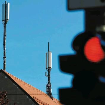 ?? Foto: Annette Zoepf ?? In Augsburg ist die Zahl der Antennen‰Standorte für Mobilfunk in den vergangenen Jahren auf mehr als 200 gestiegen. Ob es wei‰ teres Wachstum gibt, ist noch offen.