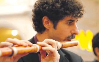 ??  ?? El flautista argentino Javier Gelati será hoy el entrevistado en el marco del concierto.