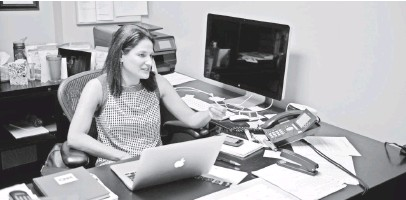 ?? DANIEL FARBER-BALL, USA TODAY ?? Executive Editor Rachel Smolkin in her office at the CNN Washington bureau on Sept. 11. CNN Politics has a roster of 40 employees, almost all of them new to the operation.