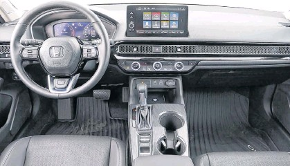 ??  ?? The maturation of the 2022 Honda Civic Sedan exterior flows neatly inside.
