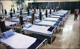 ?? PTI ?? More than 150 beds ready for Covid patients at a facility in Nehru Science centre in Mumbai, Tuesday