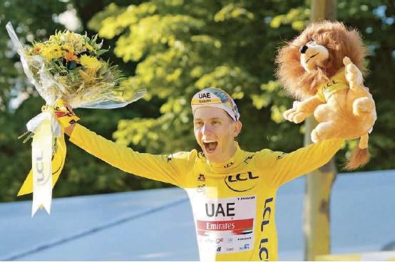 ?? FOTO EFE ?? Pogacar cumple una temporada extraordinaria. Además de llevarse casi todos los premios en el Tour, este año ya triunfó en el UAE Tour, Tirreno-Adriático, Lieja Bastoña-Lieja y el Tour de Eslovenia. Estará en los Juegos Olímpicos y en Vuelta a España.