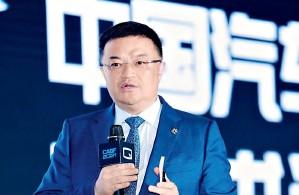 ??  ?? 东风集团党委常委、副总经理尤峥在中国汽车蓝皮书论坛上演讲