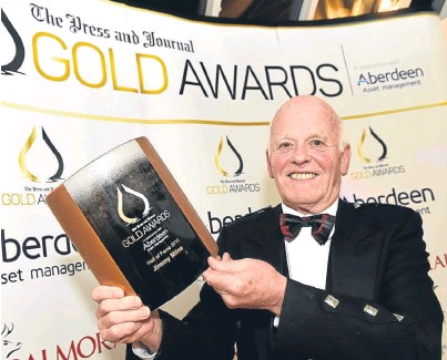 ??  ?? WIN­NER: Jim Milne, man­ag­ing di­rec­tor and founder of Bal­moral Group, with the Hall of Fame Award 2016
