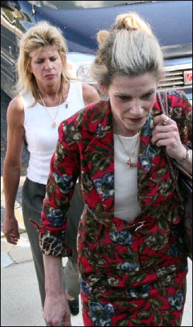 ?? BY JAMES M. THRESHER — THE WASHINGTON POST ?? Elyse Gazewitz, left, and attorney Anne Benaroya say they will appeal the ruling that Montgomery County acted properly in seizing Gazewitz's pet monkey without 10 days' notice.