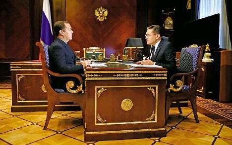 """??  ?? """"Doufáme, že mnoho zemí se stane našimi partnery a budou, jak říkají, jadernými nováčky,""""řekl v červenci po setkání s premiérem Dmitrijem Medveděvem (vlevo) šéf Rosatomu Alexej Lichačov."""