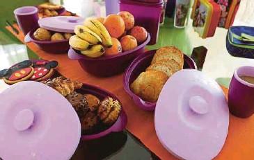??  ?? BEKAS makanan plastik mesti selamat dan bebas kimia berbahaya.
