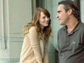 ??  ?? Sguardi Emma Stone (26 anni) e Joaquin Phoenix (40) in «Irrational Man»