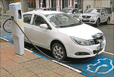??  ?? ESTIMACIÓN. La mayor parte de la venta de vehículos eléctricos en los próximos doce meses va a ser de utilitarios, opinó Fernando Schaich.