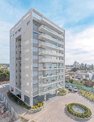 ??  ?? ALTOS DE LOSARROYOS. En San Nicolás, el estudio lanzó un complejo residencial de 14.800 m2 integrado por una torre central y dos laterales de 10 pisos.