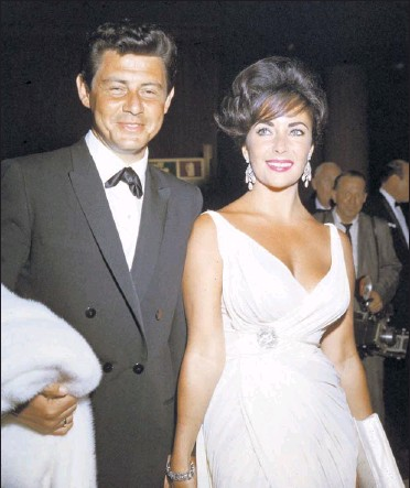 """?? By Hulton Archive, Getty Images ?? 1962: """"It doesn't feel as much like people were posing or faking it yet,"""" Duke says of this photo of Taylor and fourth husband Eddie Fisher. He calls this Grecian gown impeccable. """"Pure goddess,"""" says Duke. """"She did wear a lot of solid things, not a..."""