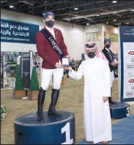??  ?? Omar Al Mannai, Event Director, Longines Hathab, awards Open Class winner Khalid Mohammed Al Emadi.