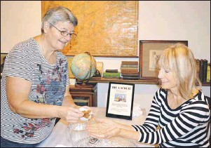 ?? SHARON MONTGOMERY-DUPE/CAPE BRETON POST ?? Joan McNeil, left, of Glace Bay, does a demonstration of the apple pumpkin pie scrub from her daughter's company Scrubs Inspired, with author Teresa O'Brien at the Glace Bay Heritage Museum Old Town Hall in Glace Bay. McNeil will be giving...