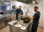 ??  ?? Alle drei Bf-wachen besitzen eine eigene Küche. Gekocht wird jeweils von zwei oder drei Mitgliedern der Wachabteilung.