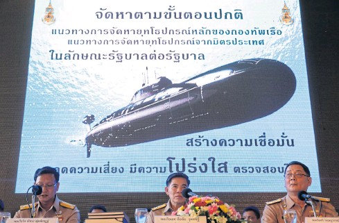 ?? WICHAN CHAROENKIATPAKUL ?? The navy addresses lingering questions over its controversial submarine purchase plan at a press conference on May 1. The military has not made a persuasive case for the acquisition of three subs.