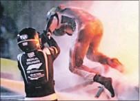 ?? CAPTURA DE INTERNET ?? Milagro. Romain Grosjean salió del monoplaza incendiado casi sin ayuda.