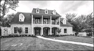 ??  ?? The custom-built home at 6622 Desco Drive in Preston Hollow has six bedrooms, a limestone patio with a fireplace, fire pit and pool.