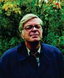 ?? FOTO: STURE RIISSANEN ?? KURT HöGNäS. Många av hans dikter är lite som filmsekvenser som saktar ner till bild, eller bilder som sätter sig i rörelse och vibrerar av något outrett.
