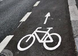 ?? SPt Foto: Christa Lundström/ ?? Två gröna riksdagsledamöter vill återuppta diskussionen om att införa ett ■ statligt anskaffningsbidrag för elassisterade cyklar.