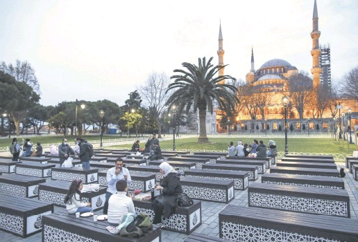??  ?? People break their fast in front of the iconic Sultan Ahmet Mosque, or the Blue Mosque, on the first day of Ramadan, Istanbul, Turkey, April 13, 2021.