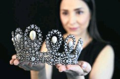 ?? Pictures: Reuters/Denis Balibouse ?? A staff member holds a diamond and pearl tiara passed down through generations ofthe Italian royal family, during a preview at Sotheby's before its auction in Geneva, Switzerland, this week. Below is a 1930s sapphire and diamond brooch, featuring a record-breaking Kashmir sapphire.