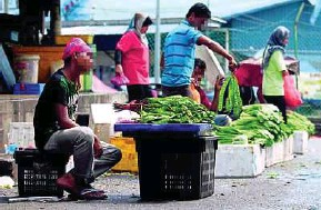 ?? FILE PIC ?? It would be a sad day when locals have to beg for a job from foreigners if the problem is allowed to continue.