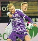 ?? Foto: Kemme ?? 1:4 gegen den Ex-Club: Sebastian Kerk (vorn).