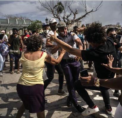 ?? Ap ?? Vorige week zondag kwam het nog tot een hardhandige confrontatie tussen betogers en politie in Havana.