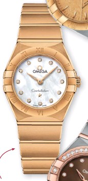 ??  ?? ALL THAT GLITTERS The Constellation 'Manhattan' in yellow gold with a mother-of-pearl dial