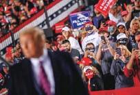 ??  ?? Ameriška javnost manj kot tri tedne pred predsedniškimi volitvami ne ve, kje je pri vprašanju politične korupcije in svobode izražanja.