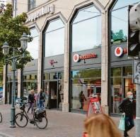 ?? Foto: Vincent Aumiller ?? Zwei Telekommunikationsanbieter sind von der Bahnhofstraße her zu‰ gänglich.