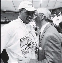 ?? 2005, THE ASSOCIATED PRESS ?? One of the few dents in the career of UNC's Roy Williams (right) is the academic scandal that was publicly unearthed by star player Rashad McCants. Williams never was directly implicated, although a separate investigation ended up costing football coach Butch Davis his job.