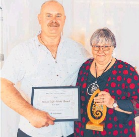??  ?? Cafe Strata owners John and Dianne Pepper — Hospitalit­y Business of the Year.