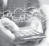 ??  ?? Самыми популярными операциями, совершаемыми через мобильные приложения банков, являются переводы по номеру карты и оплата услуг.