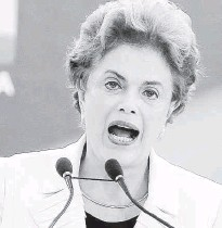 ?? Alan Marques/Folhapress ?? A presidente Dilma Rousseff discursa durante a posse ao ex-presidente Lula no Palácio do Planalto