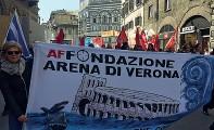 ??  ?? In Toscana I dipendenti della Fondazione Arena a Firenze