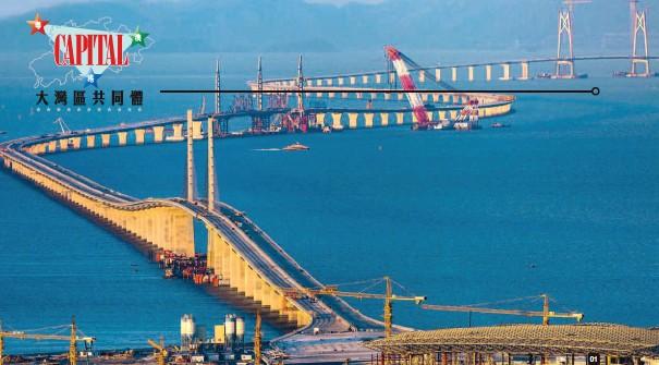 ??  ?? 01「粵港澳大灣區」擁有世界上最大的海港群和空港群,其輻射半徑不僅可延伸到中國中西部多個省份,甚至可覆蓋東南亞國家。