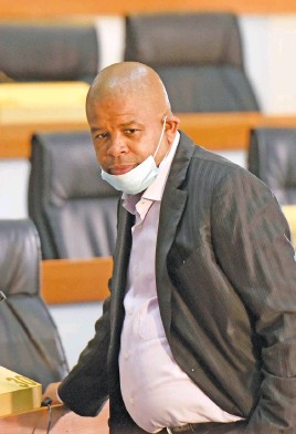 ?? Picture: Neil McCartney ?? CHARGED UP. Former Prasa CEO Lucky Montana appears at the Zondo commission in Braamfontein yesterday.