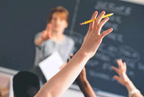 ??  ?? HANDS UP: Teachers must be allowed to retake control of their classrooms and parents must learn how to motivate.