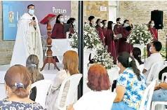 ?? ALEJANDRO ROSALES Y ARCHIVO HERALDO ?? El párroco Dagoberto Rhenals en la ceremonia.