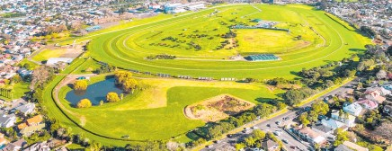 ??  ?? Known as The Hill, the approximately 6.4ha block (foreground) lies at the eastern end of Ellerslie Racecourse on Ladies Mile.