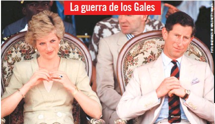 ??  ?? La guerra de los Gales Las declaraciones de Diana fueron el punto culminante de la siniestra batalla mediática que ella y el príncipe Carlos sostuvieron para ganarse el favor del público tras la separación en 1992. En la foto, la pareja en 1990 en Camerún.