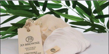 ??  ?? Jo Browne's new range of reusable makeup remover pads.