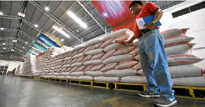 ?? —EV ESPIRITU ?? ANational Food Authority employee inspects the agency's rice stock at its warehouse in Baguio City amid reports of low supply of cheap rice in the market.