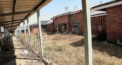 ??  ?? The multi-million rand new primary in Mayibuye township in Midrand is now overgrown by vegetation and having its schools cracking after it stood empty since 2017.