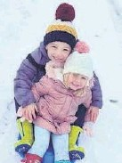 ??  ?? • Archie Pilling, 6, and Elsie Pilling, 3, out sledging