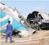 ?? THE AS­SO­CI­ATED PRESS ?? An Air Ba­gan flight packed with Christ­mas tourists crash-landed in Heho in cen­tral Myan­mar Tues­day. The wings came off and the plane burst into flames.